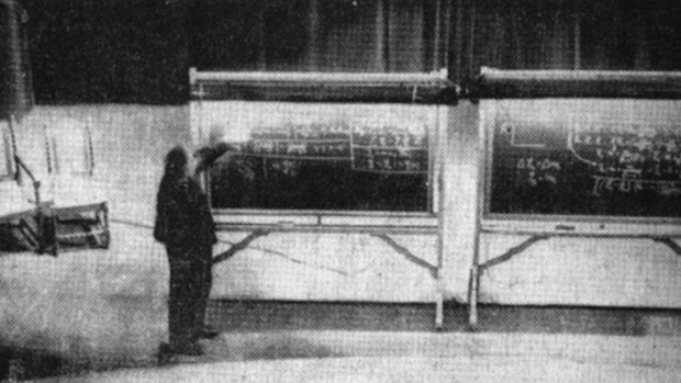 "<a href=""http://petapixel.com/2013/05/05/the-only-known-photo-of-einstein-deriving-his-famous-special-relativity-equation/"">Fuente</a>."